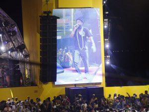 Baiana System faz show no Farol da Barra para fechar a folia nas alturas