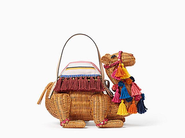 Bolsa com formato de camelo da Kate Spade