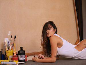 Thaila Ayala esbanja sensualidade em campanha da T.Ishida