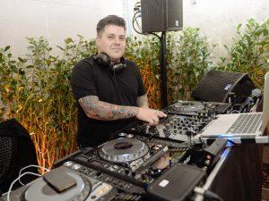 DJ Marcelo Botelho, rei dos casamentos, revela hits para festas inesquecíveis