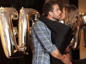 Gabriela Pugliesi dá festa surpresa para noivo em suíte de R$ 30 mil a diária