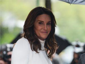 Caitlyn Jenner dá indícios de que a política pode estar em seus planos