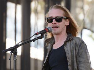 Aposentado aos 36, Macaulay Culkin volta como Kurt Cobain em videoclipe