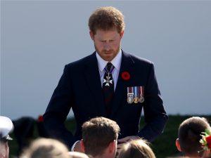 """Príncipe Harry sobre a morte de Diana: """"Tive vontade de bater nas pessoas"""""""