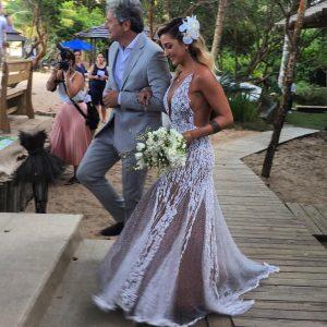 Vestido de noiva de Pugliesi pesa 38kg e levou 6 meses pra ficar pronto