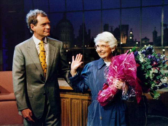 David Letterman com sua mãe, Dorothy Mengering    Créditos: Divulgação/CBS