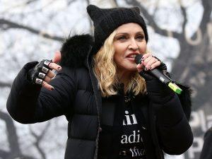"""Madonna alfineta estúdio que vai filmar sua cinebiografia: """"Charlatões!"""""""