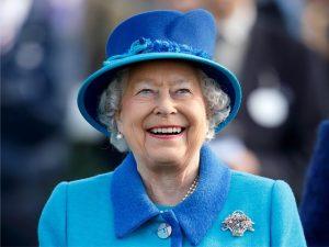 Elizabeth II já recebeu de camisetas da Seleção a elefante por seu aniversário