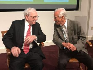 Warren Buffett prestigia Lemann no Brazilian day em Harvard
