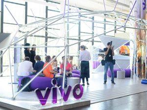 Point na 13ª edição da SP-Arte, espaço da Vivo ganhou toque artsy de Eduardo Srur
