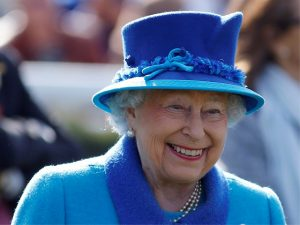 Elizabeth II tem laptop, iPad, smartphone e até uma conta secreta no Facebook!