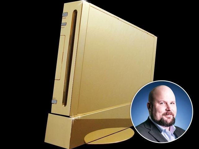 Markus Persson e o console de ouro da Nintendo || Créditos: Getty Images/Reprodução