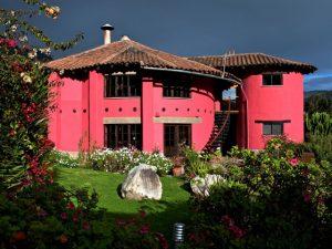 Hotel no Peru cria programa de adoção para ajudar crianças
