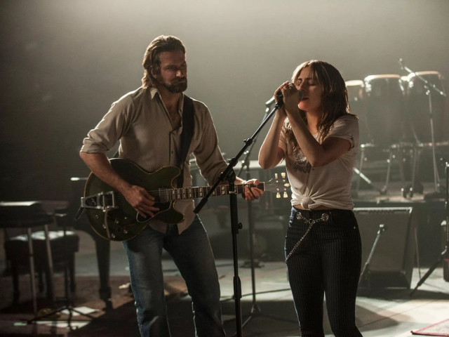 """Bradley Cooper e Lady Gaga em cena de """"Nasce Uma Estrela""""    Créditos: Getty Images"""