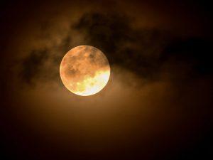 Lua de Wesak traz ponte entre humanidade e o Divino