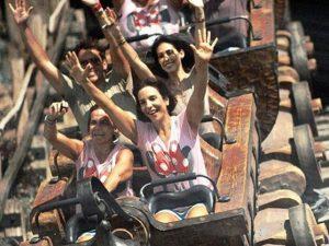 Ivete Sangalo dá início às comemorações de aniversário na Disney