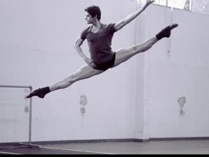 Thiago Soares, primeiro bailarino do Royal Ballet, sai em turnê pela Europa