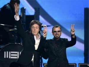 "Paul McCartney e Ringo Starr celebraram os 50 anos de ""Sgt. Pepper's"" à italiana"