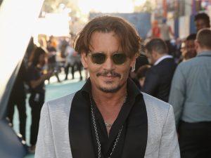 Aniversariante do dia, Johnny Depp tem bons motivos para comemorar