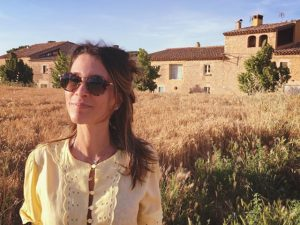 Sarah Oliveira estreia programa na web com trilha de Mariana Aydar