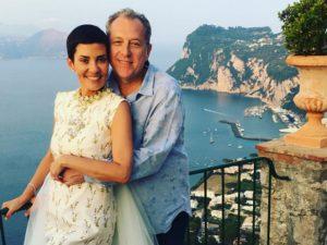 """O """"sim"""" de Cristina Cordula e Frédéric Cassin sob o pôr do sol de Capri"""