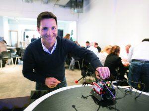 PODER: publicitário leva empresários para centros tecnológicos pelo mundo