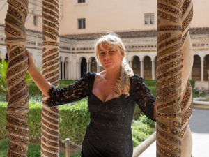 Em Roma, Bia Doria faz sucesso com exposição e também com seu charme