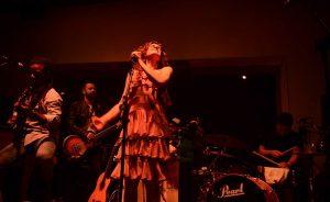 Show de Mariana Aydar com Mestrinho no Baretto. Aos cliques!