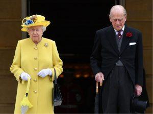 Príncipe Philip mal saiu do hospital e já quis fugir da dieta