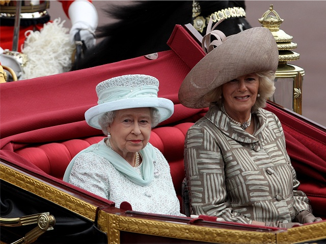 A rainha com Camilla Parker Bowles || Créditos: Getty Images
