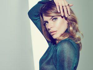 Em entrevista e imagens, os segredos de Mariana Goldfarb na Revista J.P