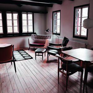 Hotel no Japão tem décor só com móveis do dinamarquês Finn Juhl