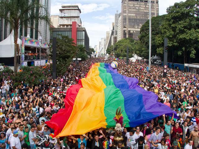 """a869df091f O filme """"Divinas Divas"""" terá seu próprio trio elétrico na Parada LGBT 2017  de"""