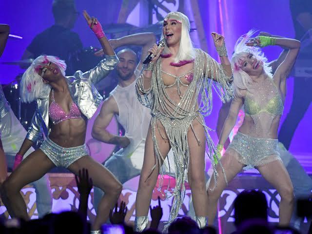 Cher durante apresentação em Las Vegas