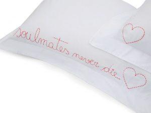 Desejo do Dia: declarações de amor nas fronhas by Giu Couture para Amoreira