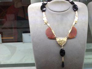 Miriam Mamber concorre a prêmio em importante feira de joias dos EUA
