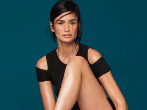 Carol Ribeiro estrela nova campanha da Santa Lolla com pegada esportiva