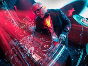 Vem aí a Festa Glamurama Rio por Peugeot: DJ Papagaio adianta a playlist!