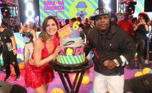 Carol Sampaio promove o Baile da Favorita com várias celebridades na pista