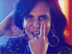 Estrela de clipe de Katy Perry, Gretchen cai nas graças da imprensa gringa