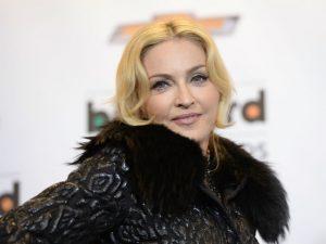 Madonna entra na justiça contra leilão de carta em que leva fora de rapper