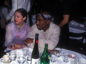 Carta em que Madonna leva fora de Tupac Shakur vai a leilão por US$ 100 mil
