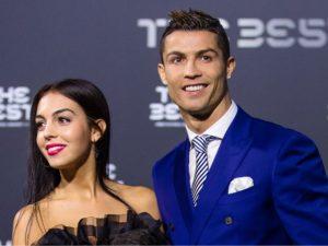 Grávida, namorada de Cristiano Ronaldo foca em vestidos de noiva nas redes