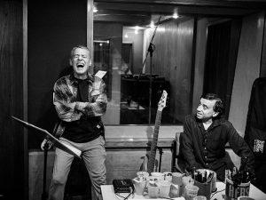 Para evitar hackers, Chico Buarque guardou gravações de novo disco em cofre