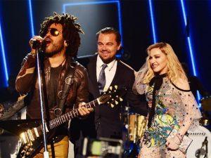 """Gala beneficente de DiCaprio tem show surpresa de Madonna e revival de """"Titanic"""". Pode entrar!"""