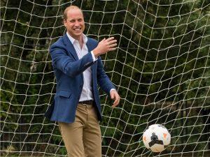 """William quer ensinar futebol para George, mas o herdeiro odeia """"contato"""""""