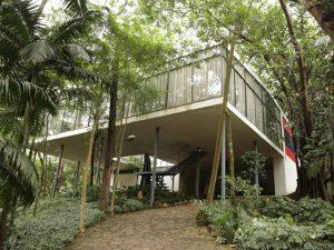 """Exposição """"Common Sense"""" apresenta criações com pedras portuguesas na Casa de Vidro"""
