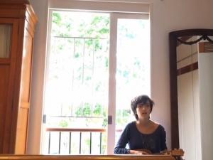 Filha dos artistas Carlito Carvalhosa e Mari Stockler arrasa cantando: escute!