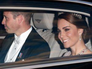 Kate Middleton participa de banquete com joias que foram de Diana e Elizabeth II