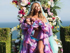Beyoncé revela primeiro clique com os gêmeos Sir e Rumi Carter, já devidamente patenteados